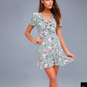 🌸 Lulus Sage Green Floral Print Wrap Dress